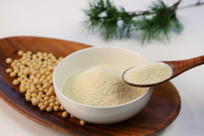 大豆イソフラボンは女性ホルモンと似た働きをして更年期障害や骨粗しょう症をサポート!